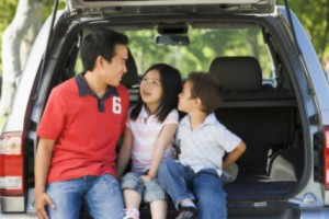 family in back of minvan: MaxAutoPro Auto Advice blog