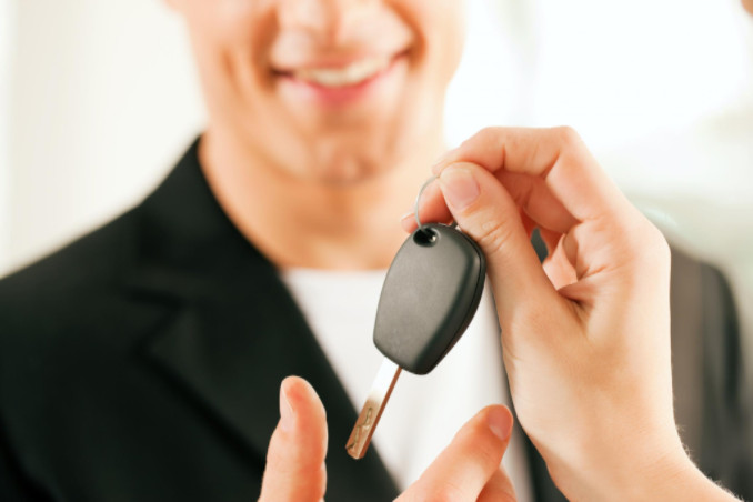 man buying car: MaxAutoPro Auto Advice Article