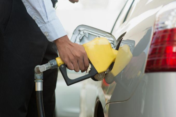 Close-up of pumping gas: SBDPro Auto Advice Blog